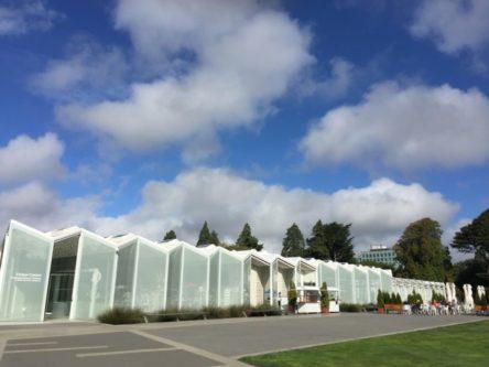 植物園ビジターセンターBotanic Gardens Visitor Centre と 植物園カフェ (ilex Café)